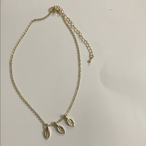 Gold necklace with 3 leaves